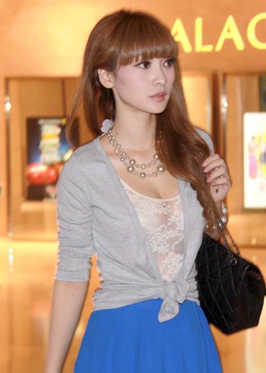 Liuyan wear lace underwears