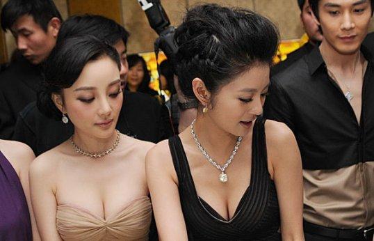 Lixiaolu&anyiyuan sit together